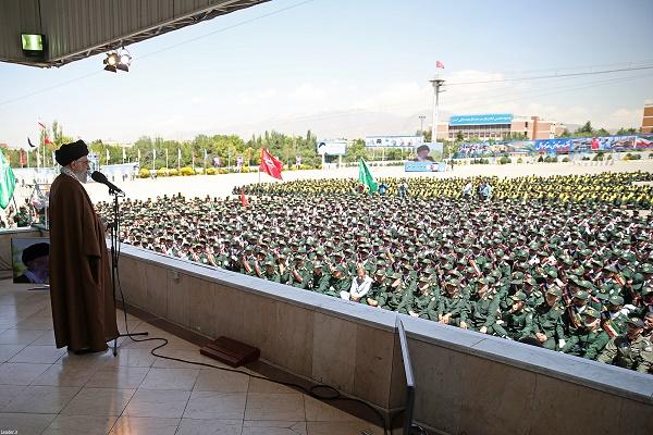 اتفاقی نادر در مراسم سخنرانی رهبر معظم انقلاب در دانشگاه امام حسین(ع) + عکس