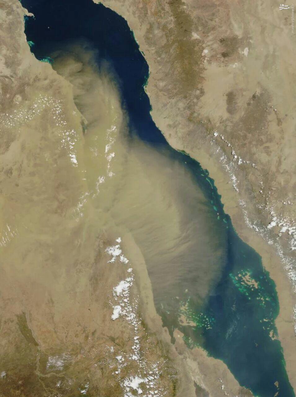 عکس ماهوارهای از عبور ریزگردها