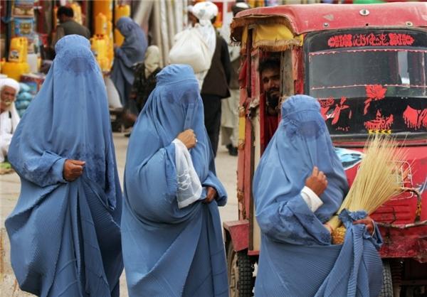 دردسر چادر ایرانی برای رانندگان تاکسی افغان/ سینماهایی که محل کشیدن حشیش شدند/ آماده انتشار