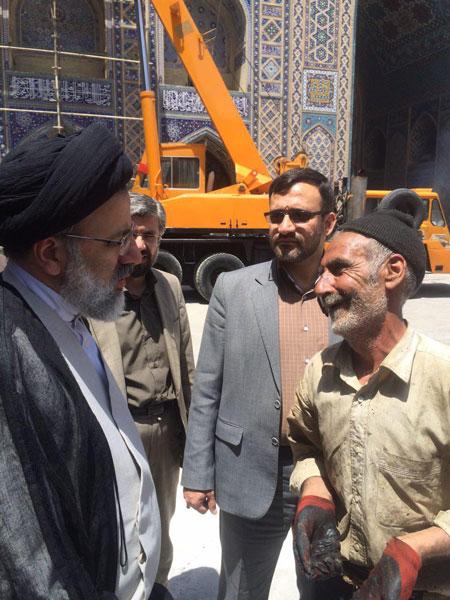 تقسیم کار تولیت آستان قدس با پیرمرد قیرگونی کار+عکس
