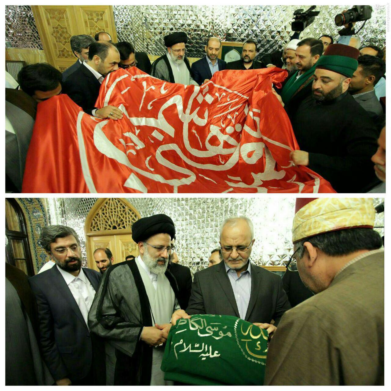 عکس/ اهداء پرچم حرم حضرت عباس(ع) به رئیسی