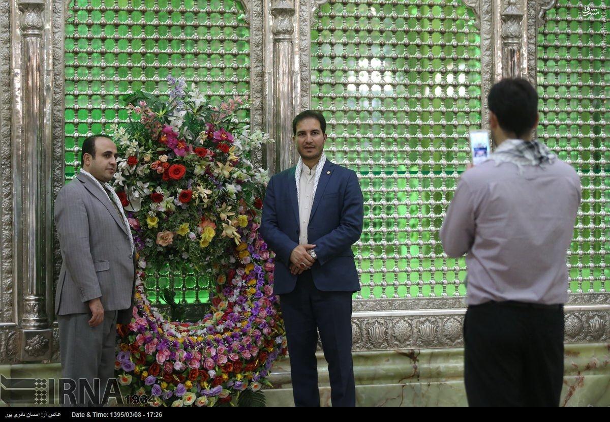 عکس یادگاری نمایندگان مجلس دهم در مرقد امام(ره)