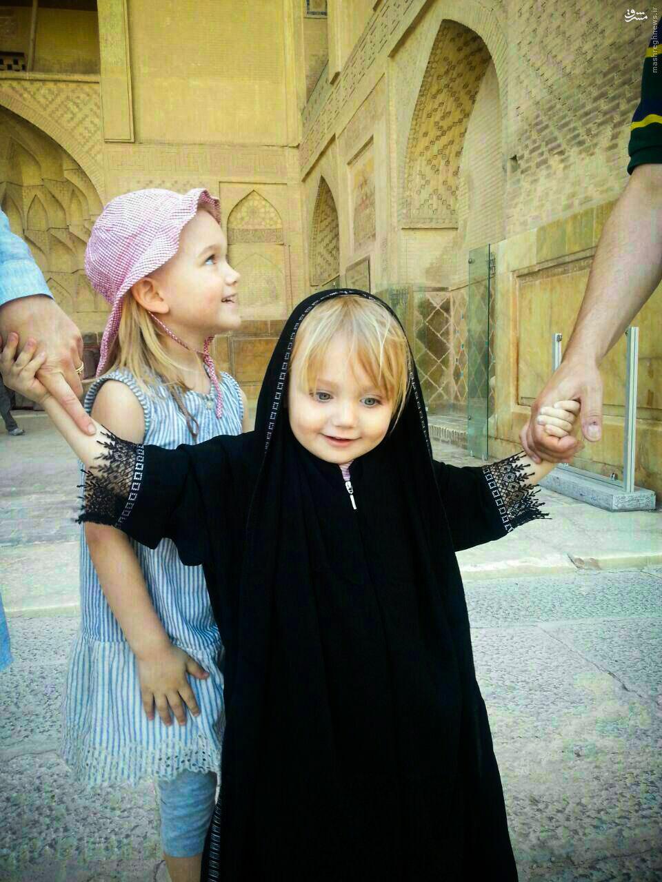 عکس/ حجاب دختر توریست فرانسوی در اصفهان