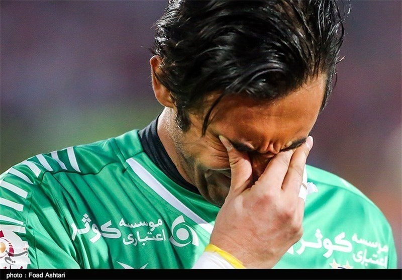 شعار علیه رحمتی پیش از آغاز دیدار فینال جام حذفی