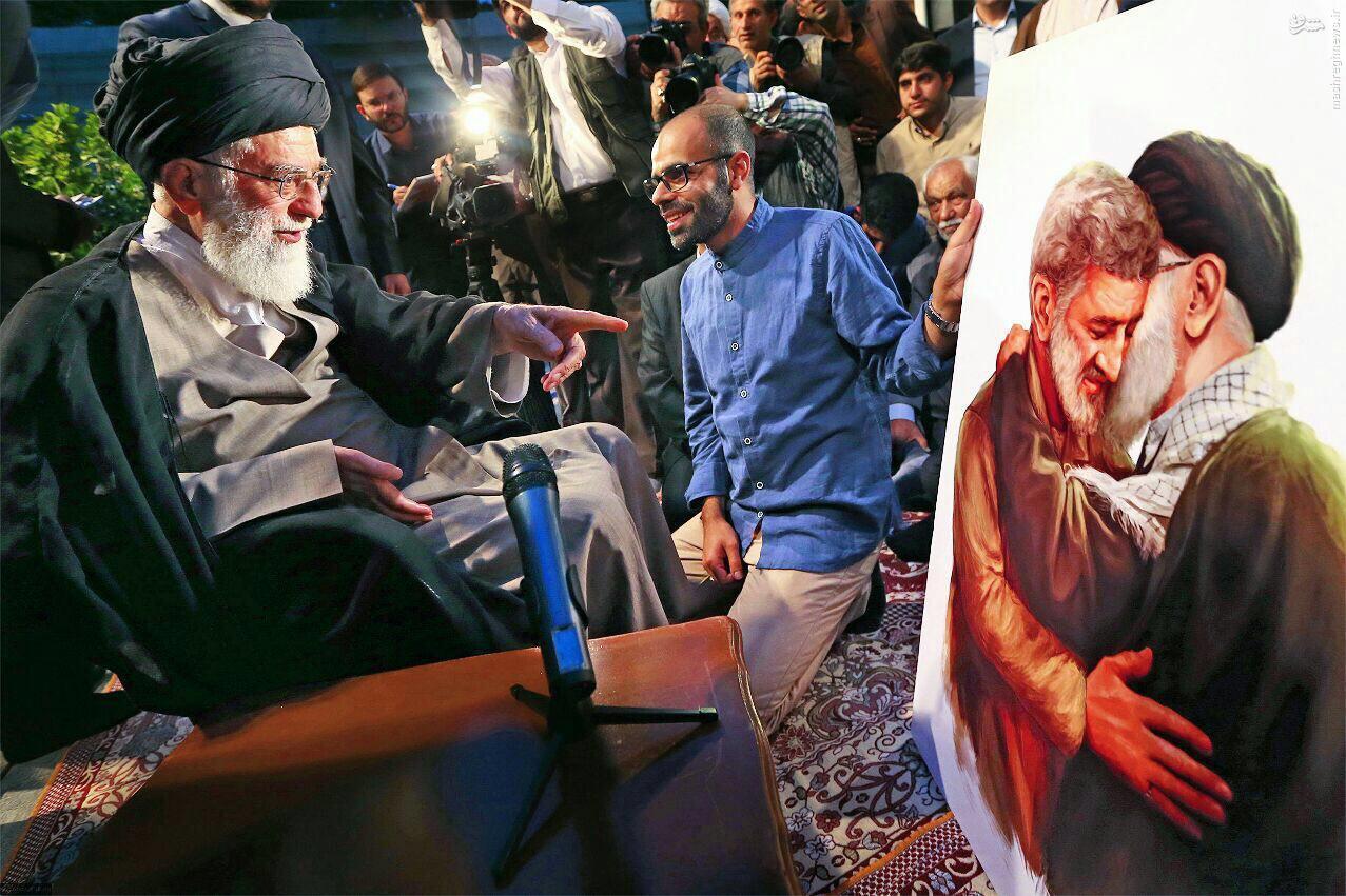 حاجاحمد متوسلیان در آغوش رهبر انقلاب +تصویر