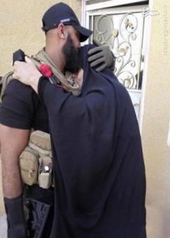 عکس/ ابوعزرائیل در آغوش مادر
