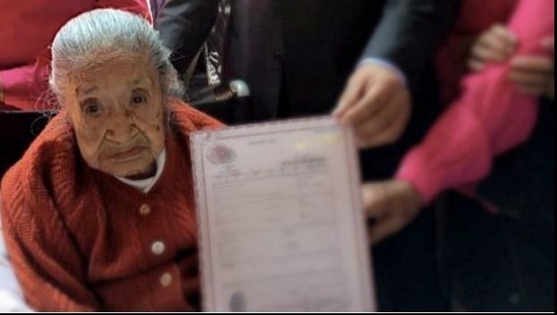 مرگ زن ۱۱۷ ساله چند ساعت بعد از دریافت گواهی تولدش+عکس