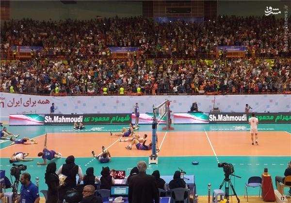والیبالیستهای ایران و صربستان وارد زمین شدند