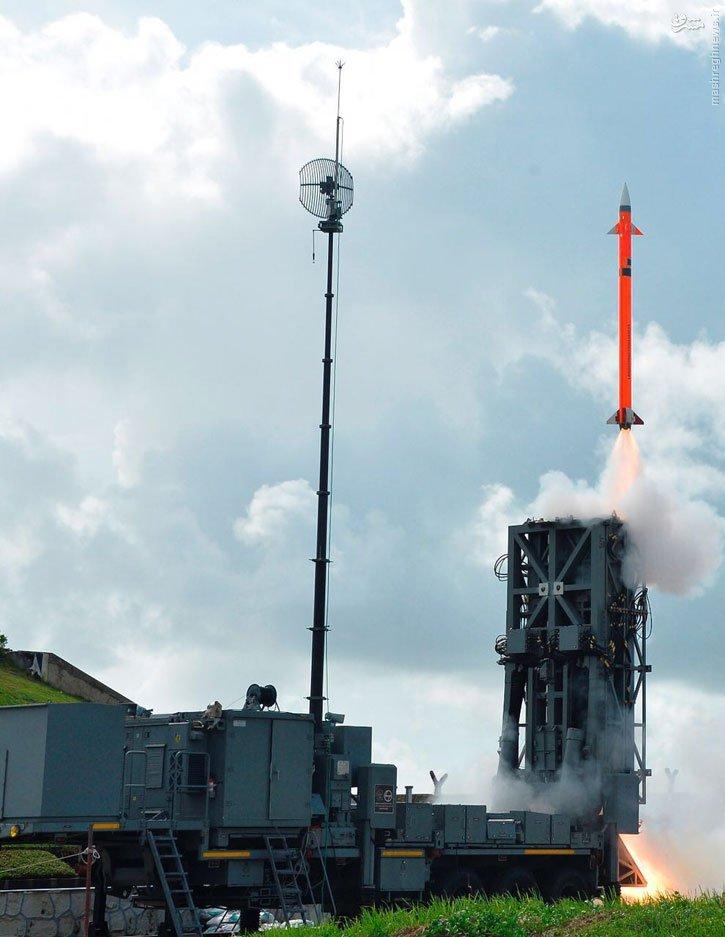 آزمایش موشک سطح به هوا در هند+عکس