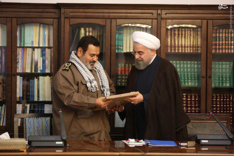 عکس/ تقدیر روحانی از رئیس ستادکل نیروهای مسلح