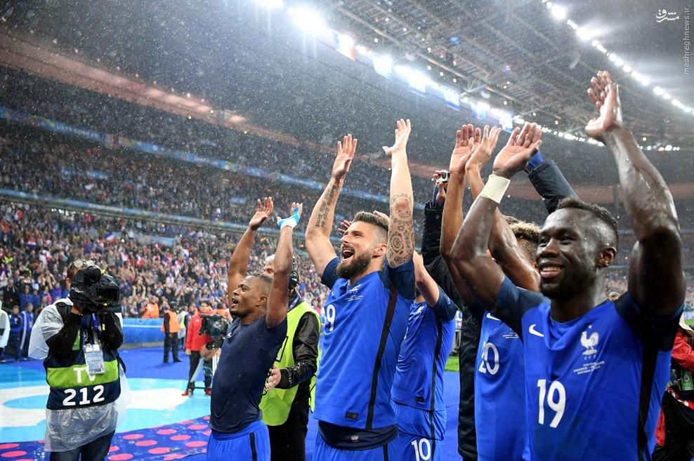 عکس/ تقسیم خوشحالی بازیکنان فرانسه با هوادارن