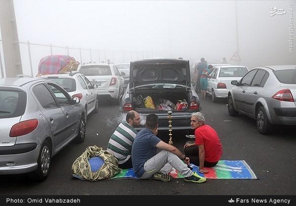 عکس/ بساط قلیان در ترافیک جاده شمال