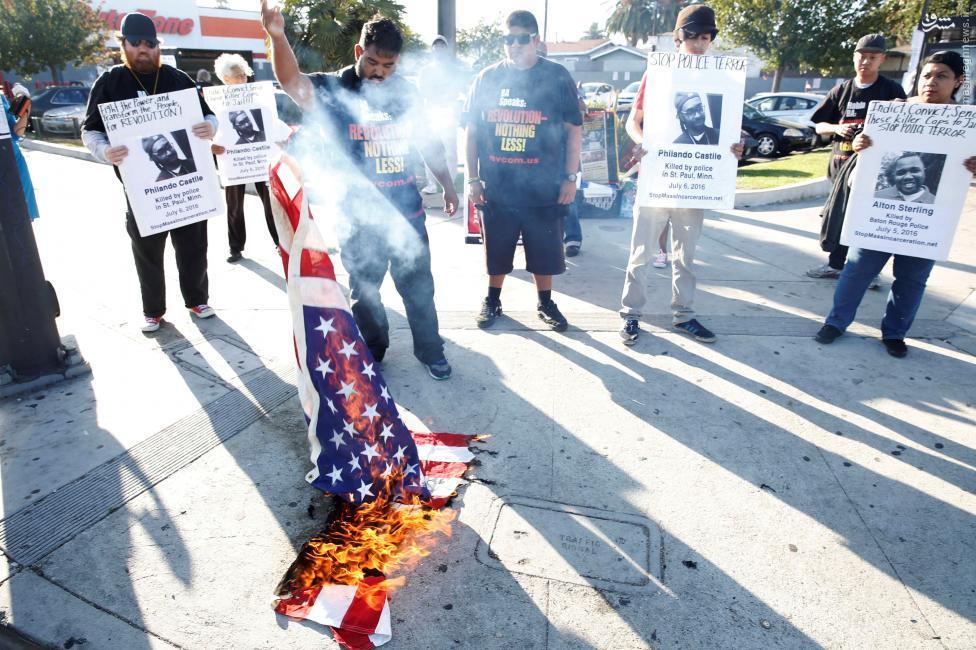 با کشته شدن یک فرد سیاه پوست دیگر در آمریکا به دست پلیس، موجی از ناراحتی و خشم مردم این کشور را فرا گرفته است.