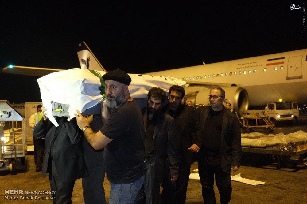 عکس/ کیارستمی روی شانههای شهاب حسینی