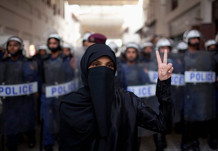 چرا آمریکاییها در شرایط فعلی بحرین را در دستور کار قرار دادند/ پشت پرده حمله به شیخ عیسی چه بود/ پروژه ضربه به ایران به ایستگاه بحرین رسید