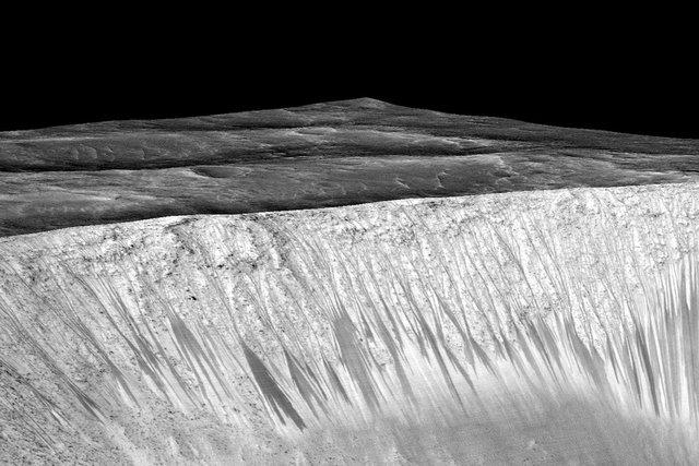 آب مریخ آشامیدنی نیست