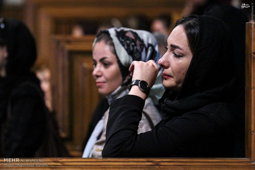 عکس/ گریه هنرمندان در ختم مرحوم کیارستمی