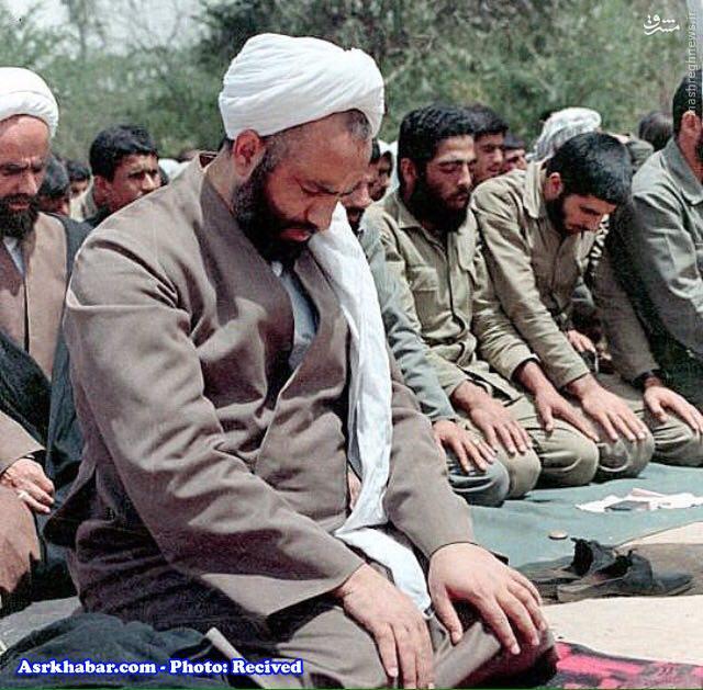 عکس/ روحانی بسیار مشهور در جبهه