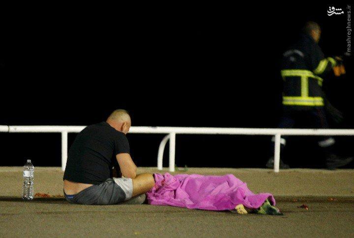 حمله تروریستی به جشن ملی در «نیس» فرانسه/ آمارها از حداقل 80 کشته و 130 زخمی حکایت دارد +تصاویر و فیلم