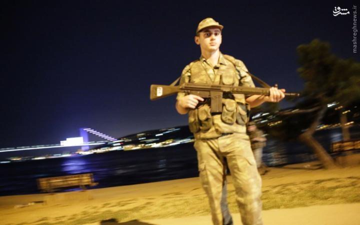 كودتا در تركيه/ استقرار تانکهای ارتش در شهر/ تلویزیون و فرودگاهها در تصرف کودتاچیان/ انتقال اردوغان به مکانی نامعلوم +عکس