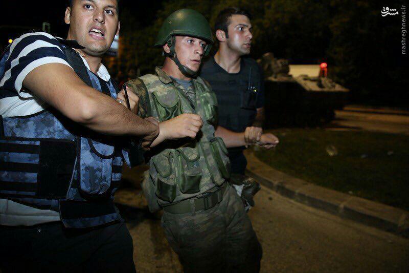 عکس/ دستگیری کودتاچیان در ترکیه
