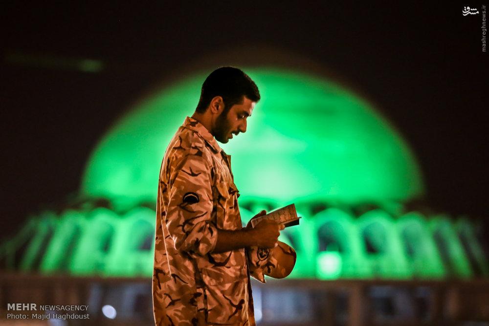 عکس/ شب قدر یک سرباز