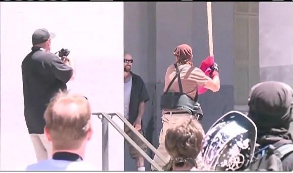 تظاهرات خشونتبار نزادپرستان در کالیفرنیا +تصاویر