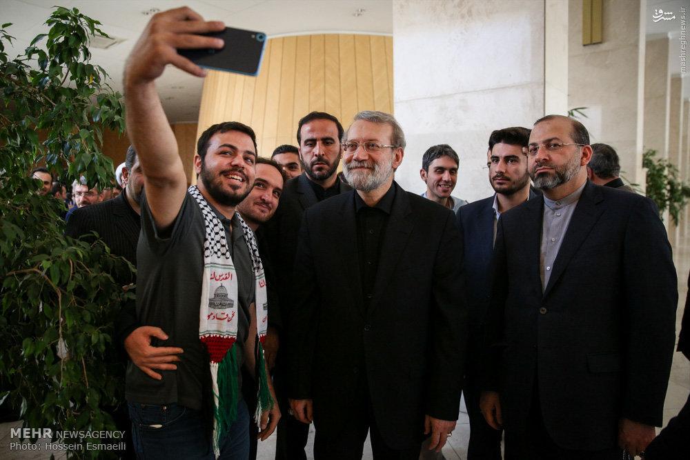 عکس/ سلفی با رئیس مجلس