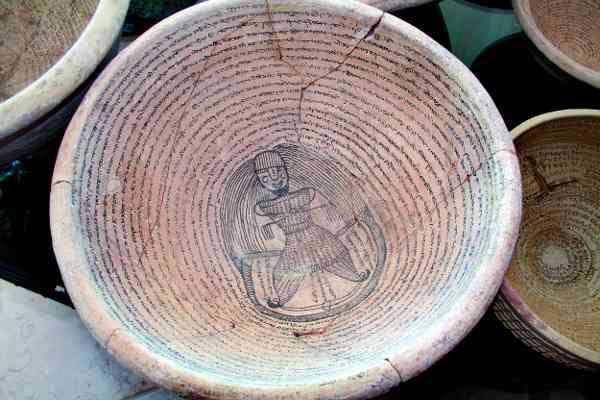 فروش کاسه های گلی به جای اشیا عتیقه هزار ساله