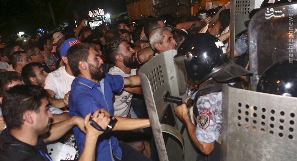 درگیری های شدید در ایروان پایتخت ارمنستان+عکس