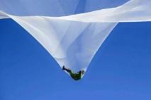 فیلم/ پرش از ارتفاع 7620 متری بدون چتر نجات