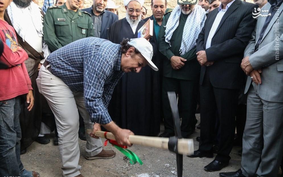 مجید مجیدی در میان جهادگران بسیجی +عکس