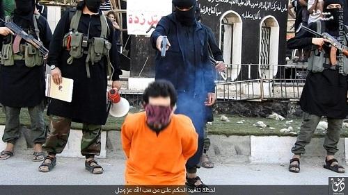 اعدام فرد مجنون توسط داعش در دمشق+عکس