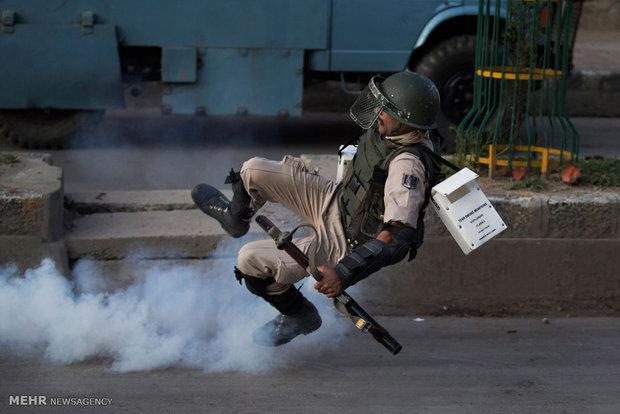 عکس/ حمله دشمن فرضی به سرباز هندی