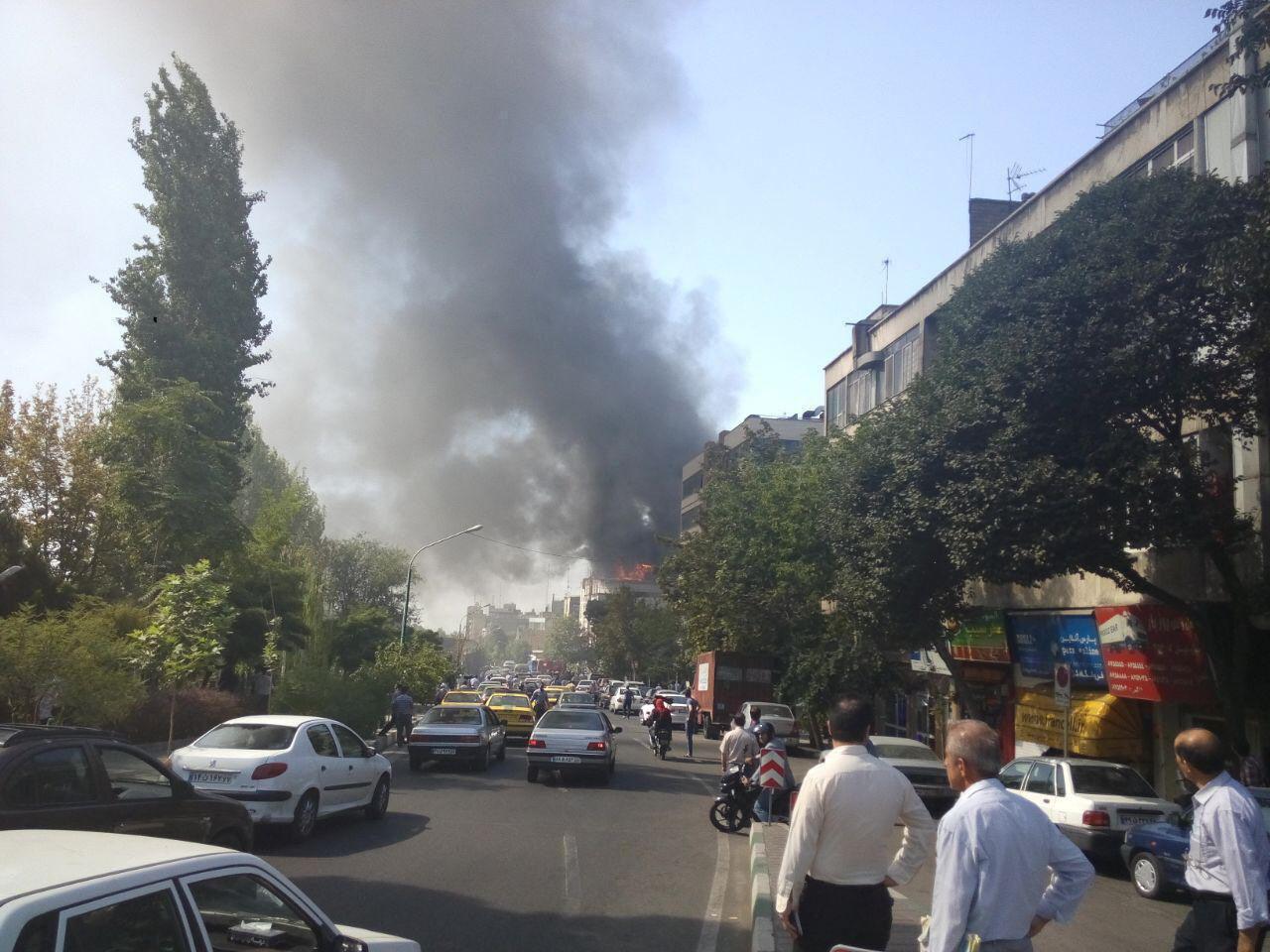 آتشسوزی ساختمانی در خیابان مفتح تهران +عکس