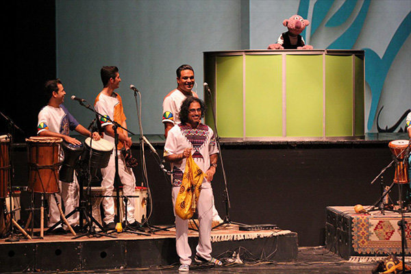 «جناب خان» خواننده کنسرت شد +عکس