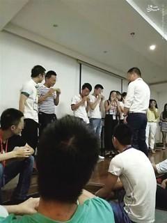 عکس/ جریمه عجیب کارمندان یک شرکت چینی