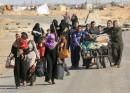 فرار خانوادههای موصلی از جهنم داعش در تاریکی شب +تصاویر