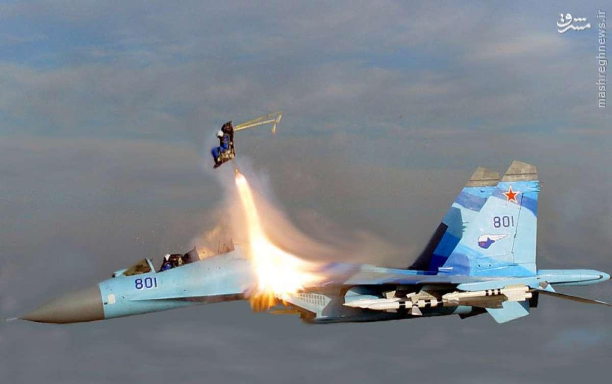 عکس/ لحظه دیدنی اجکت کردن خلبان جنگنده