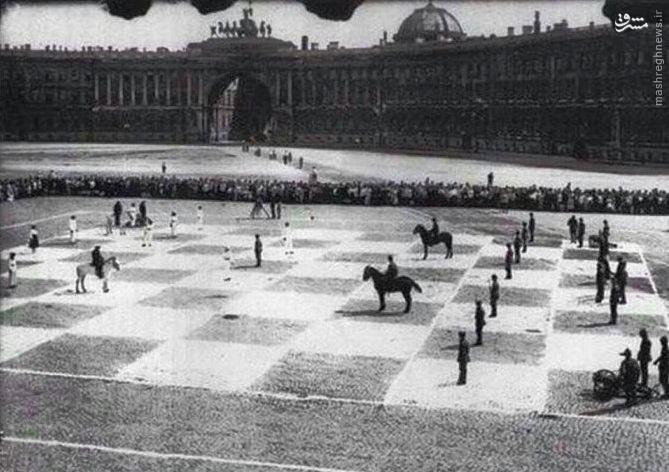 عکس/ بازی شطرنج با مهرههای زنده