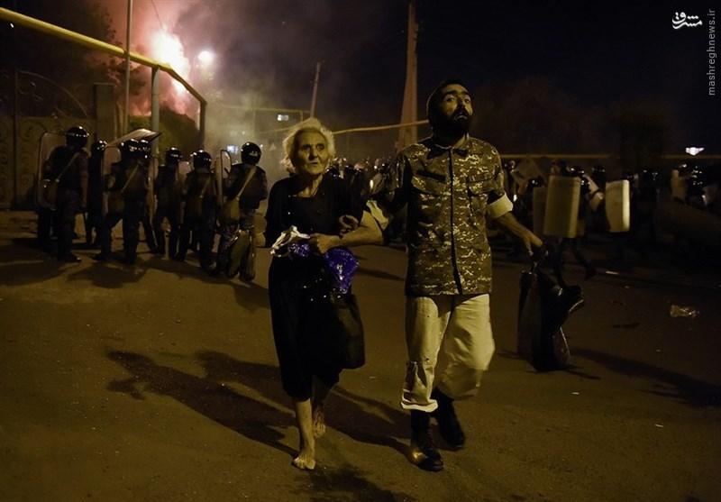 تظاهرات در ارمنستان به خشونت کشیده شد/ زخمیشدن ۶۰ نفر در درگیری بین پلیس و معترضان