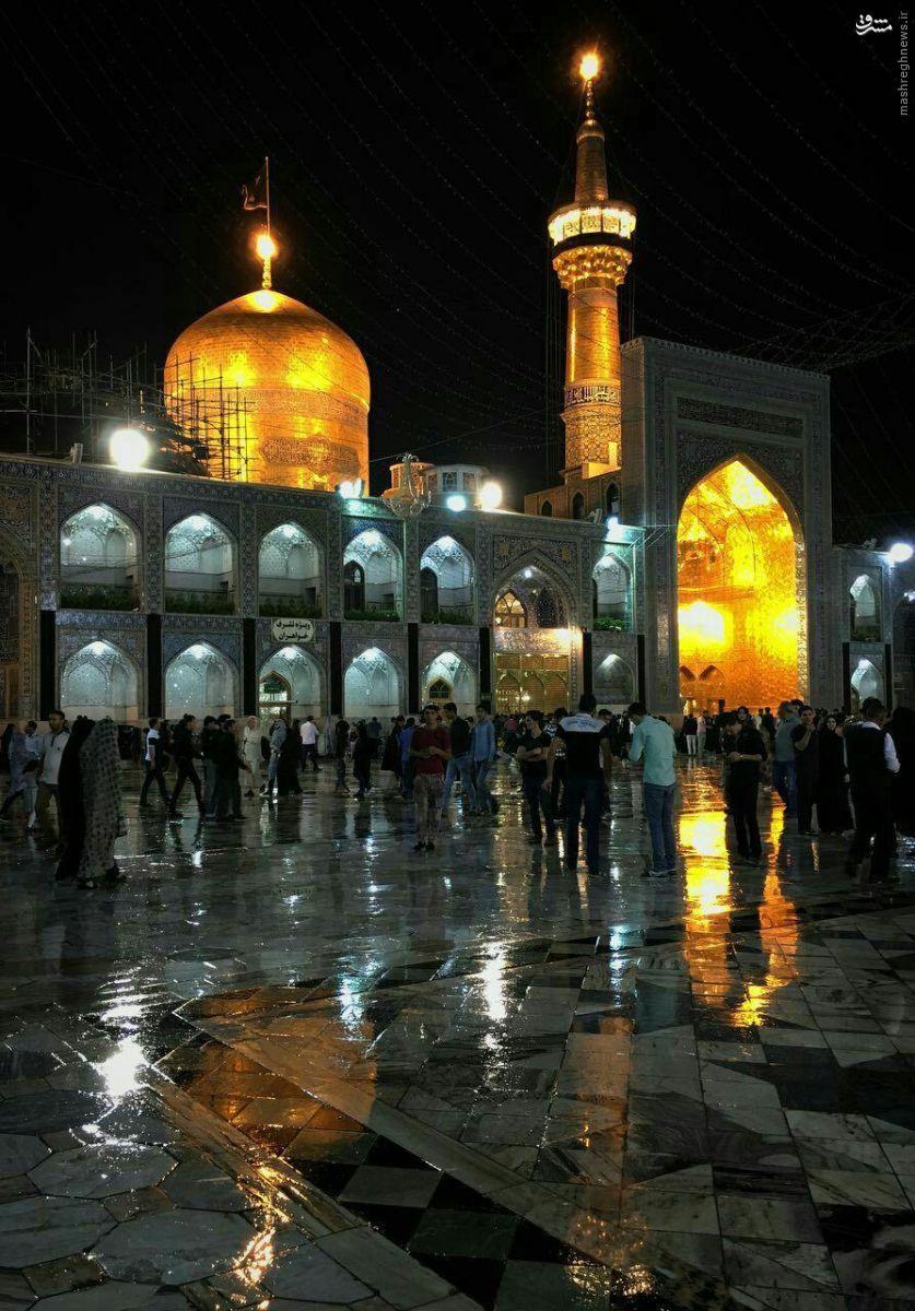 عکس/بارش باران در حرم رضوی در شب شهادت امام صادق علیه السلام