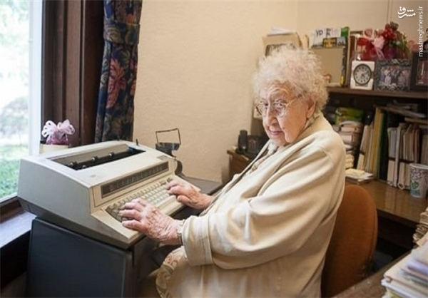 این زن 80 سال است که تایپ میکند +عکس