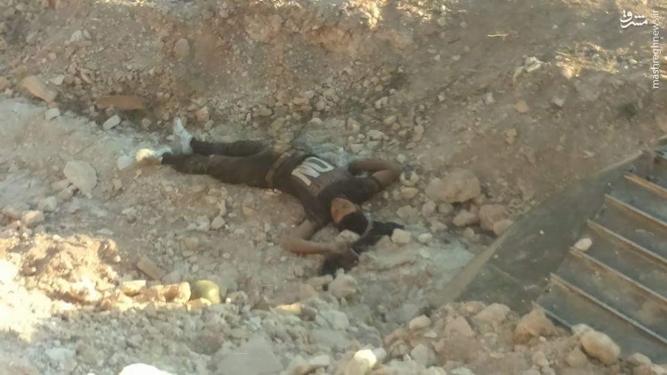 قتل عام تروریستهای تکفیری توسط ارتش سوریه در حماه+عکس