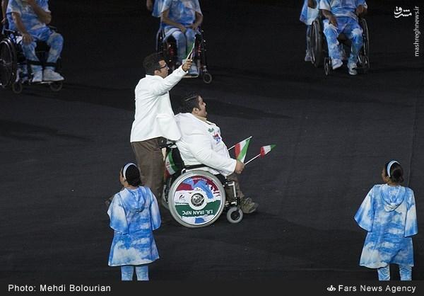 عکس/ رژه قویترین مرد جهان در افتتاحیه پارالمپیک