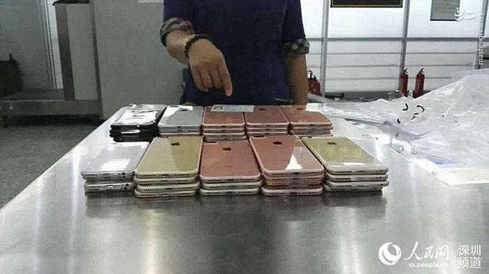 شیوه متفاوت برای قاچاق صد دستگاه آیفون 7+تصاویر