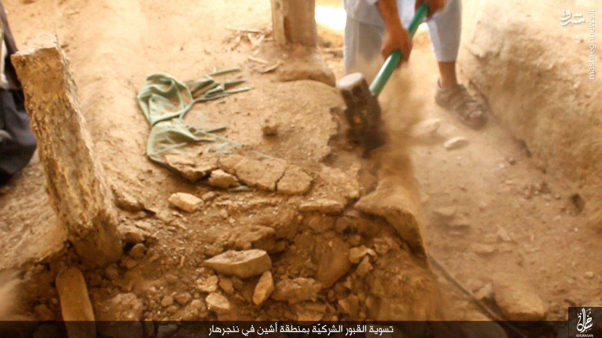 تخریب قبور توسط داعش افغانستان+عکس