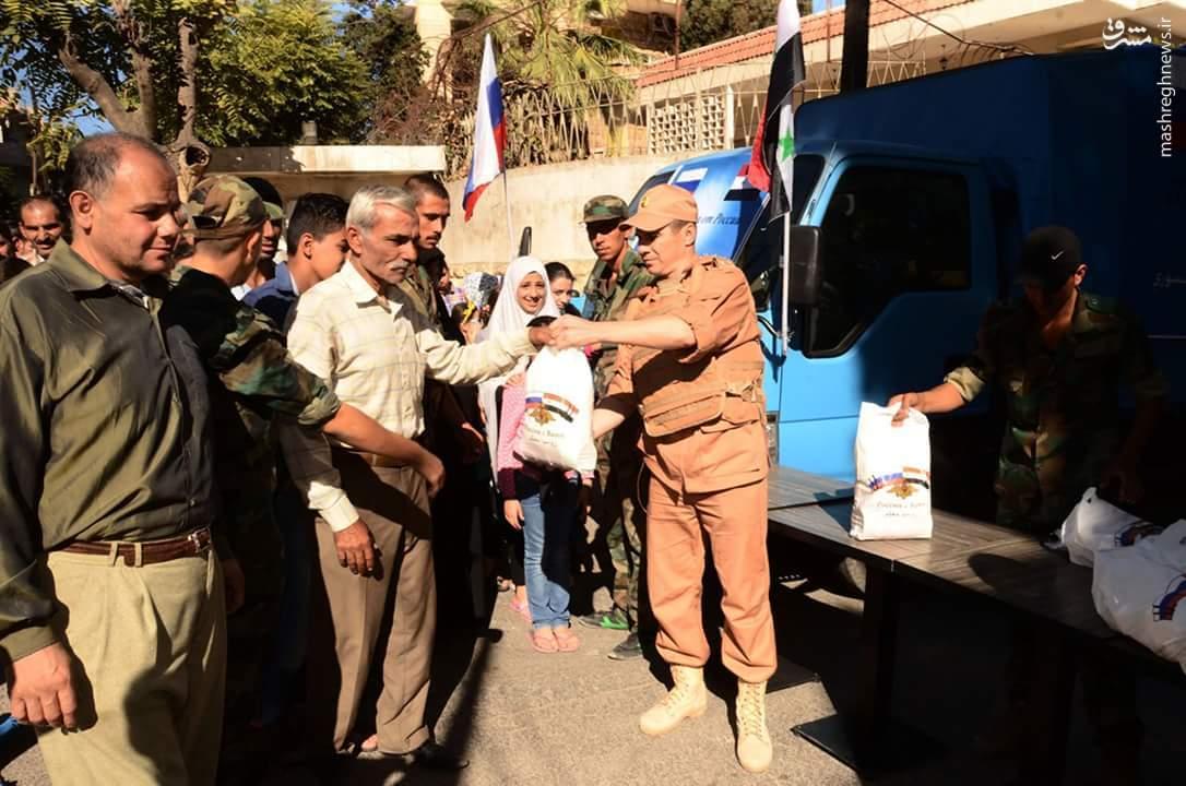 توزیع محموله غذا و دارو توسط روسیه در حلب+عکس