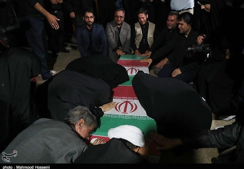 وداع همزمان با پیکر مطهر دو شهید مدافع حرم و دفاع مقدس+ عکس