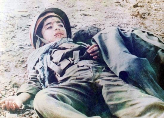 عکس/ شهیدی در آغوش برادر 14ساله
